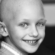 Photo d'une jeune fille ayant le cancer