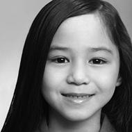 Photo d'une pré-adolescente aux longs cheveux bruns